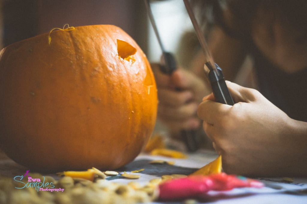 carving pumpking with kids-5