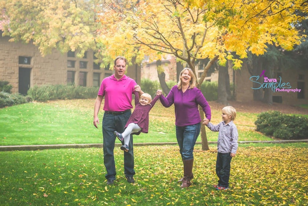 Stanford_Fall_Colorful_Family_Session_in_fog_and _rain_Ewa Samples Photography